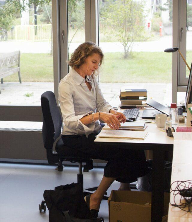 Portræt: Professor i kirkehistorie og centerleder Mette Birkedal Bruun
