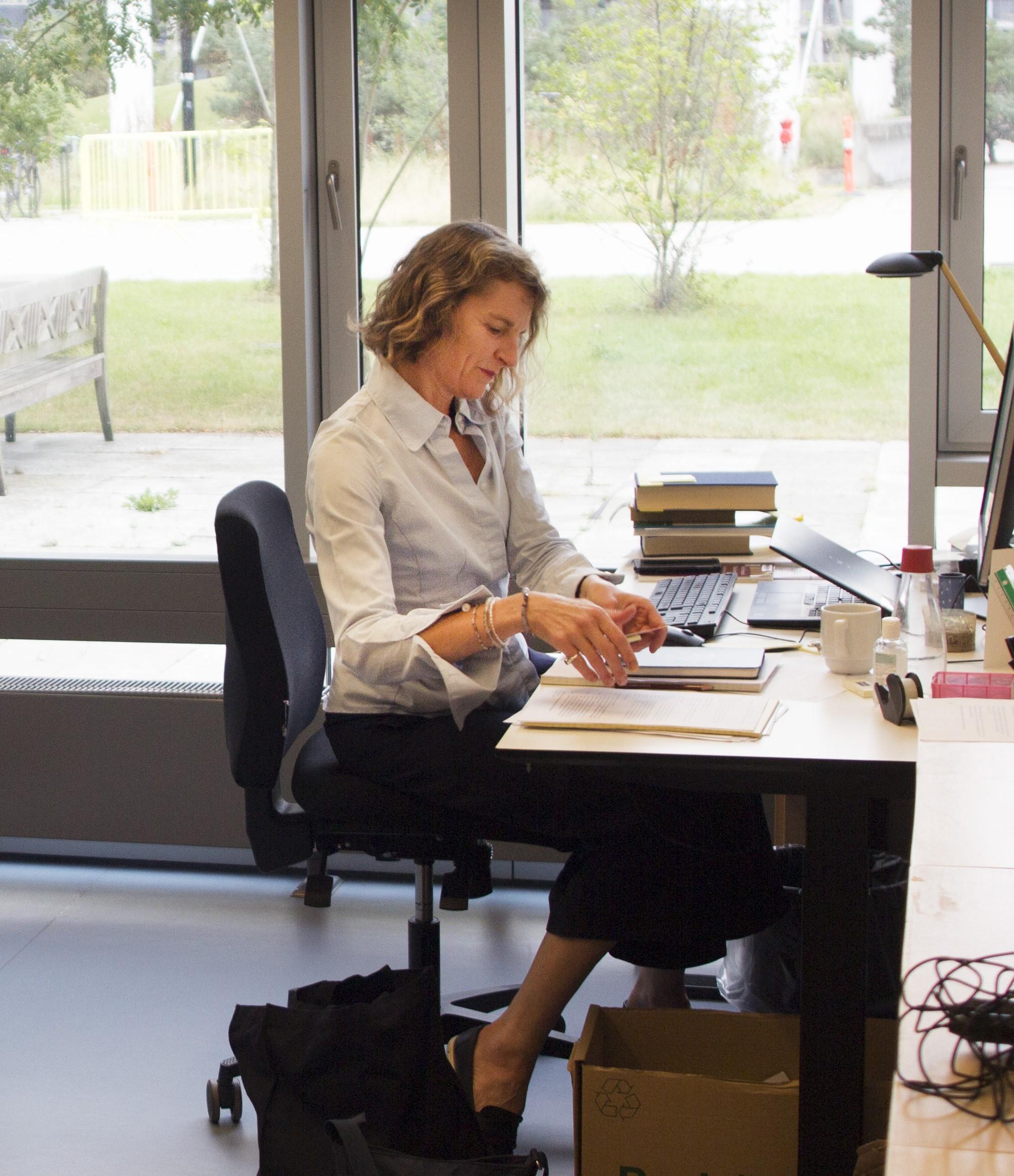 Billede til indlægget Portræt: Professor i kirkehistorie og centerleder Mette Birkedal Bruun